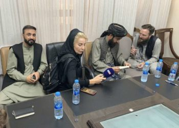Liseron Boudoul avec des talibans au ministère de la Culture et de l'Information à Kaboul (DR)