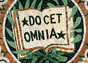 """""""Docet omnia"""" (""""Il enseigne tout""""), devise du Collège de France (DR)"""